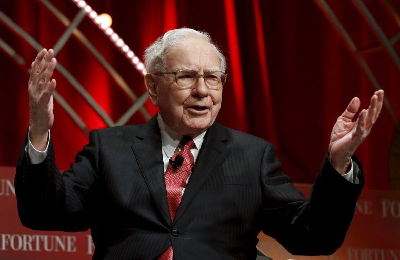 Tech-Averse Warren Buffett's Company Wolfs $900 Million in AMZN Stock