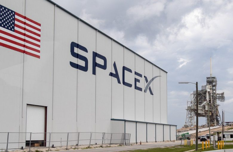SpaceX Attracts $1 Billion to Its Coffers amid Flawless Satellite Launches
