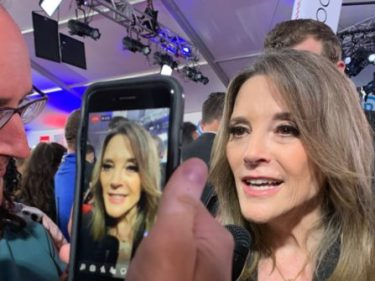 Marianne Williamson to Breitbart News: Fight Trump's 'Dark Psychic Force' with 'Love'