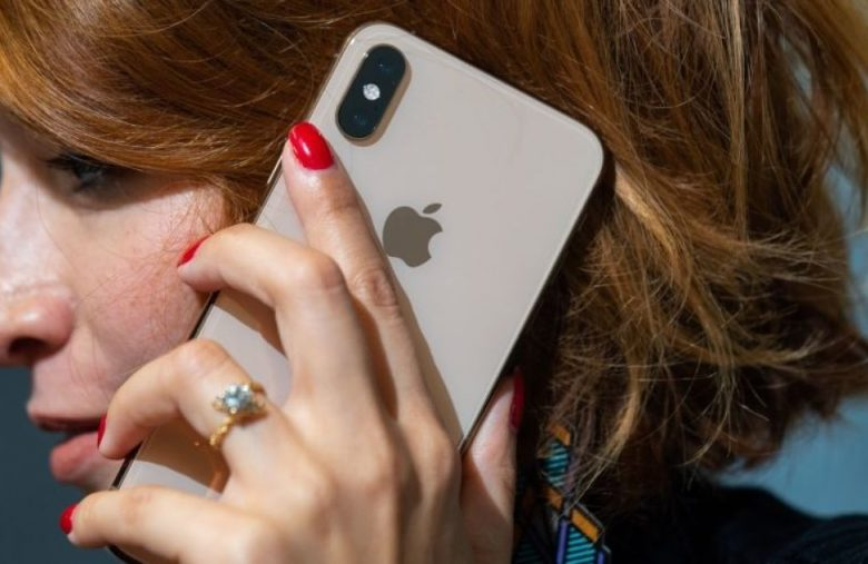 Apple warns iPhone users against third-party battery repairs