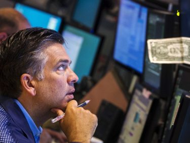 Trump Readies Fed Rate Cut amid Dow Plunge but Is It too Late?
