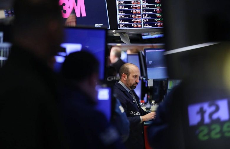Strategists Skeptical About Dow Recession Despite Zero Yield Predictions