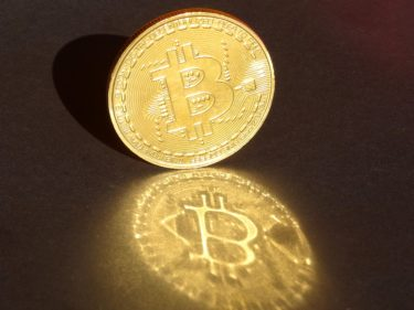 vaneck's-quasi-bitcoin-etf-not-a-game-changer:-economist