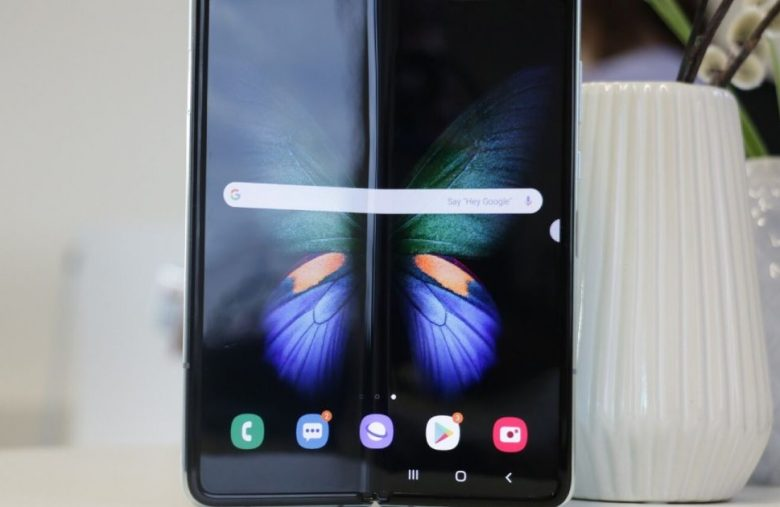 Samsung asks users to be extra careful with the Galaxy Fold