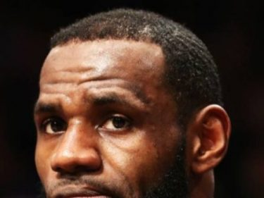 LeBron Caves to China: Blasts Uneducated Rockets GM, Free Speech | Breitbart