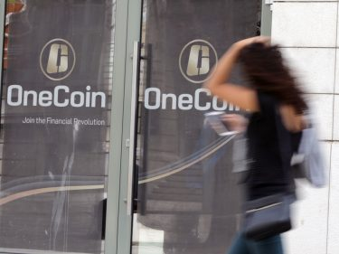 Scottish OneCoin Victim Turns Whistleblower, Receives Vile Death Threats