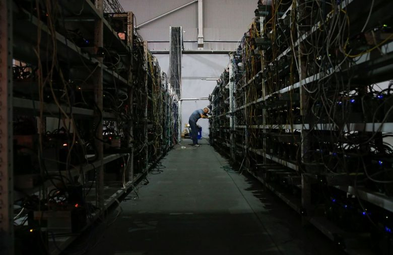 russian-official-to-challenge-china's-bitcoin-mining-supremacy
