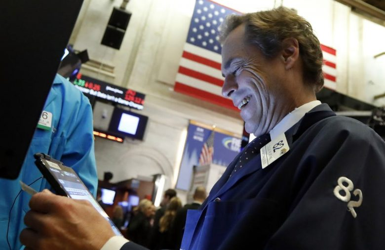 Dow Rebounds as Stunning Jobs Data Distract from Manufacturing Recession