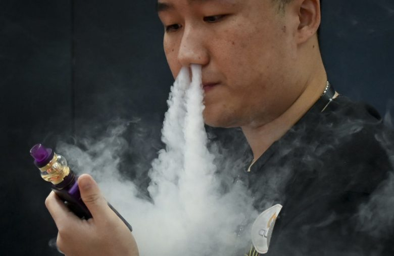 China tells online stores to stop selling e-cigarettes