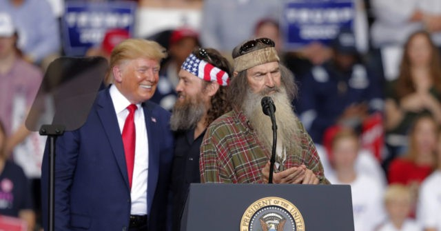 Trump Surprises Louisiana Rally with Duck Dynasty Stars