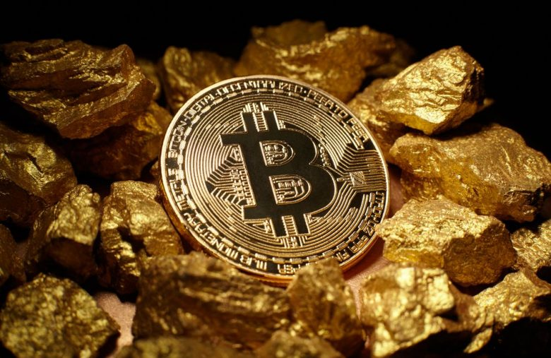 bitcoin-price-will-moonshot-$500,000-within-10-years-after-flipping-gold,-says-bobby-lee