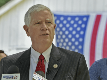 Mo Brooks: 'Whistleblower' a Spy Acting on Behalf of the Democratic Party, Joe Biden | Breitbart