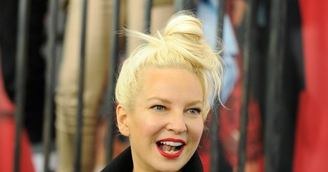 Video: Pop Star Sia Pays for Strangers' Groceries Day Before Thanksgiving