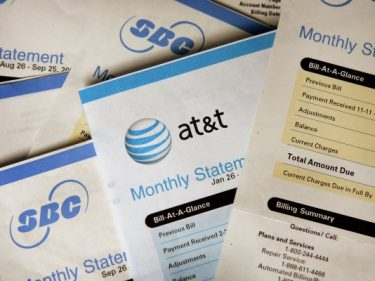 A Sprint contractor left thousands of US cell phone bills on the internet by mistake