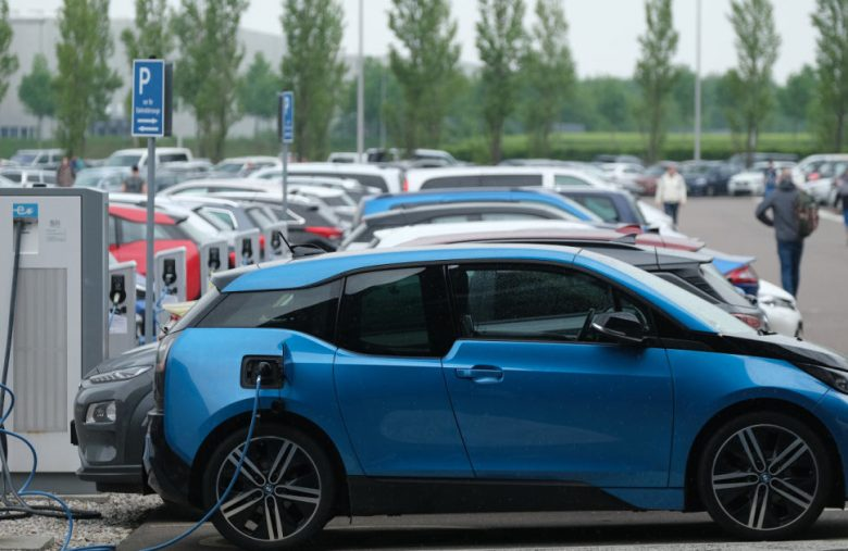 Google Maps helps you find EV chargers that work with your car
