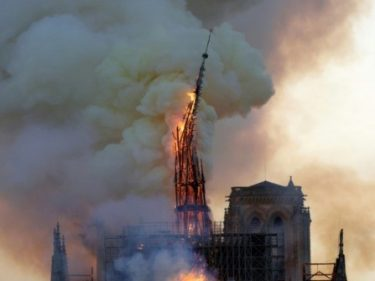 Heavy Hearts as Notre-Dame Misses Christmas Mass for First Time Since 1803 – Breitbart