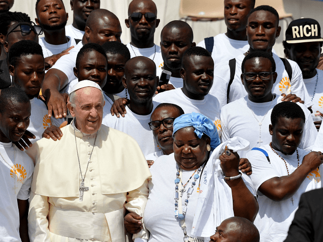 Pope Francis Offers Triple Shout-Out to Migrants on Christmas | Breitbart