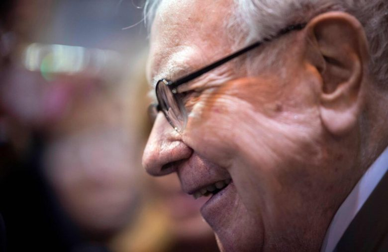This Simple Maneuver Will Help Warren Buffett Make $1.3 Billion in Dying Newspapers