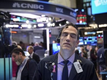 Dow Staggers After Bellwether Stock Delivers Sharp Warning