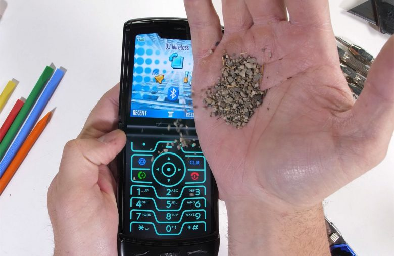 Moto Razr test gauges the phone's ability to survive 'pocket sand'