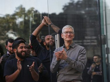 Apple's $207 Billion Cash Pile Isn't Helping its Poorest Employees
