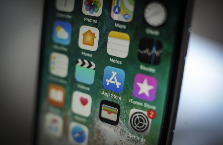 Apple may be open to letting users set their own default apps