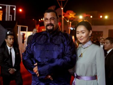 steven-seagal-punished-for-pumping-comically-shady-bitcoin-rip-off