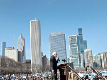Bernie Sanders Draws Crowd of 15,000 in Chicago: Trump 'Autocracy'