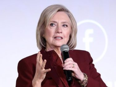 Hillary Clinton: I 'Begrudgingly' Give Breitbart News 'A Lot of Credit' for Leading the Narrative