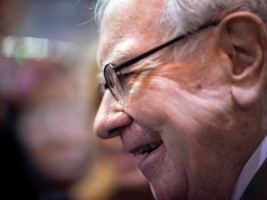 Warren Buffett Is About to Benefit From a $50 Billion Airlines Bailout