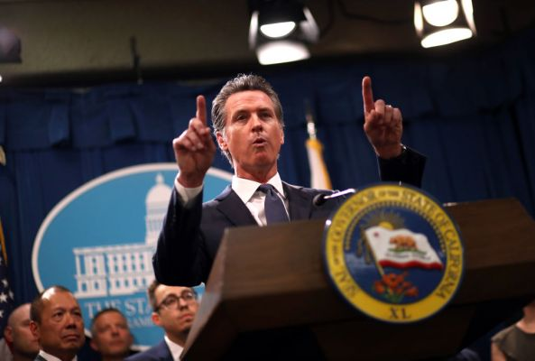 Governor of California announces a statewide shelter in place