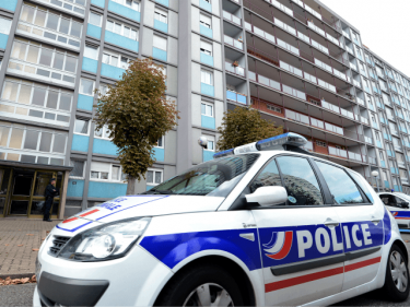 French Gangs Engage in Machete Street Brawl Despite Lockdown