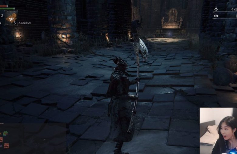 Bloodborne Streamer Hilariously Discovers Her PS4 Controller Is Wireless