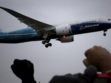Boeing suspends 787 airplane production