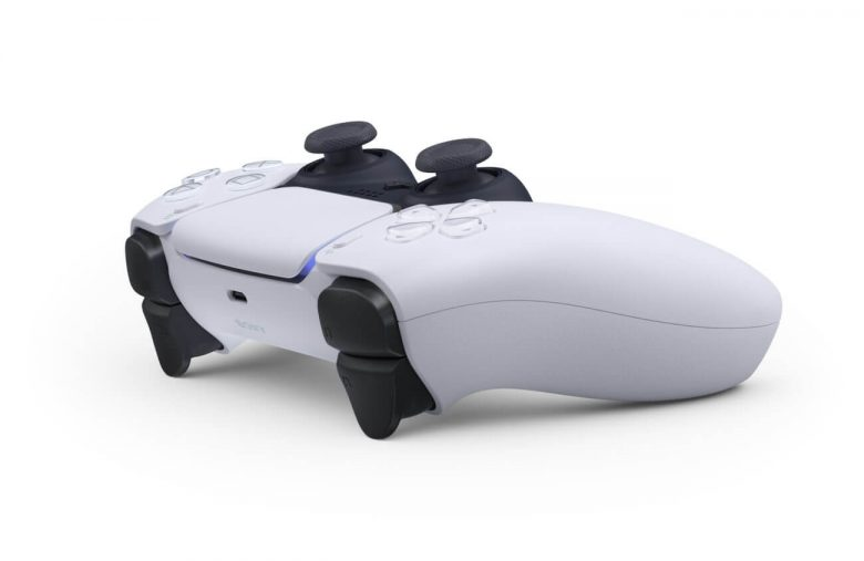 PS5 Controller Lovefest Must Be Insanely Embarrassing for Xbox