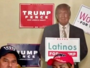 'Latinos Love Trump!' Donald Trump Meets Sammy's Mexican Grill Owners in Arizona