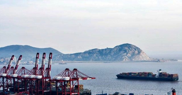 Shipping Industry, the Lifeblood of Global Trade Anticipates 25% Drop