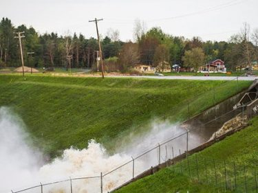 Thousands Evacuated from Central Michigan County after Two Dams Fail
