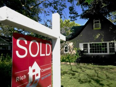 3 Deceptive Reasons the U.S. Housing Market Suddenly Looks Red-Hot