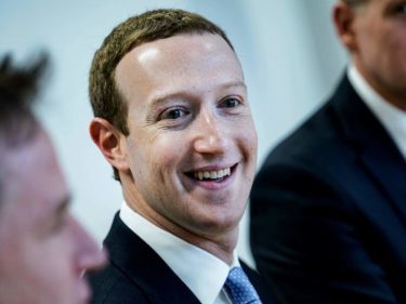 Mark Zuckerberg Leaps Warren Buffett on Rich List as Facebook Creates More Divisive World