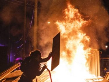 Minneapolis: Rioters Smash Charter School Storefronts