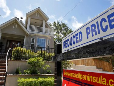 Mortgage Rates Are Crashing – But That Won't Save the Housing Market