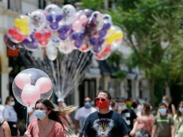 Poll: 8-in-10 Have 'Favorable' View of People Who Wear Masks