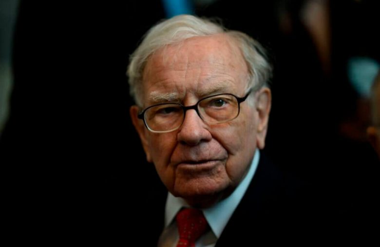 Warren Buffett's Tech Stock Phobia Is Making His Billionaire Ranking Crater
