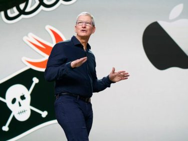 As 'Buy Apple' Trends on Twitter, the Company Hints at Major Trouble Ahead