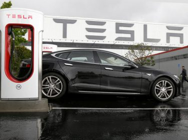 Blame Robinhood Traders for a Dangerous Electric Vehicle Stock Bubble