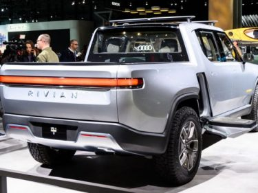 Rivian to begin deliveries of electric pickup truck in June 2021