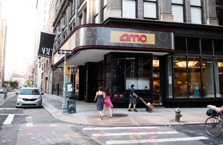 Universal's deal with AMC shortens theatrical exclusivity to 17 days