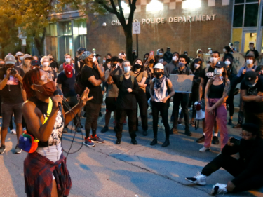 Chicago BLM Organizer Defends Looting: 'That Is Reparations'
