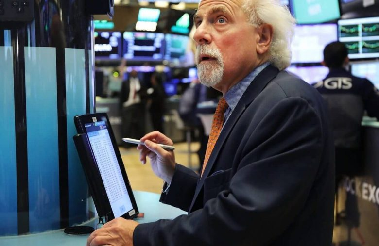 Dow Struggles as Economists Brace For V-Shaped Recovery in Rates